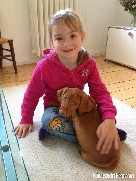 Pride-Ella mit neuer Freundin